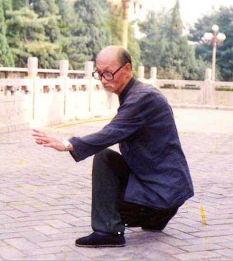 Li Gui Chang Demonstrating Long Xing (Dragon)